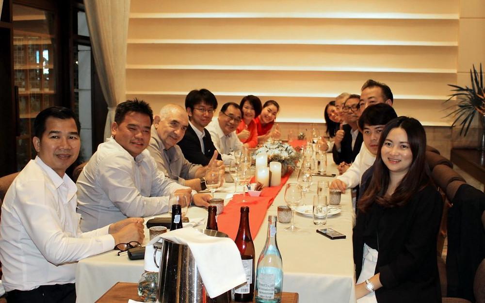 Douze invités pour cette première dégustation de boeuf Wagyu