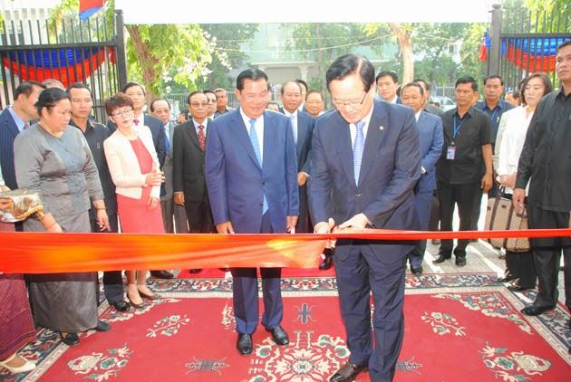 Le chef du gouvernement cambodgien a, à cette occasion, souligné les relations et la coopération fructueuses entre le Cambodge et la République de Corée après l'établissement de leurs relations diplomatiques en 1997.