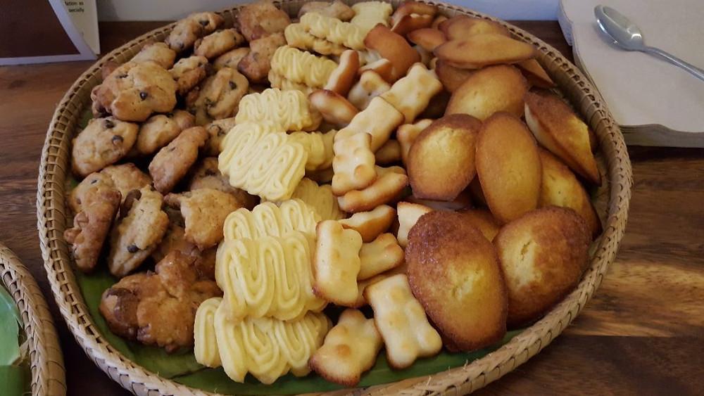 De gauche à droite : cookies, biscuits sablés, financiers et madeleines (Photo : Pascal Médeville)