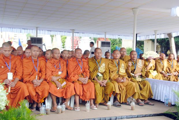 Reportage photo : Sin Sareth, Ong Hong Leang, Khem Sovannara et Phoeun Phorn