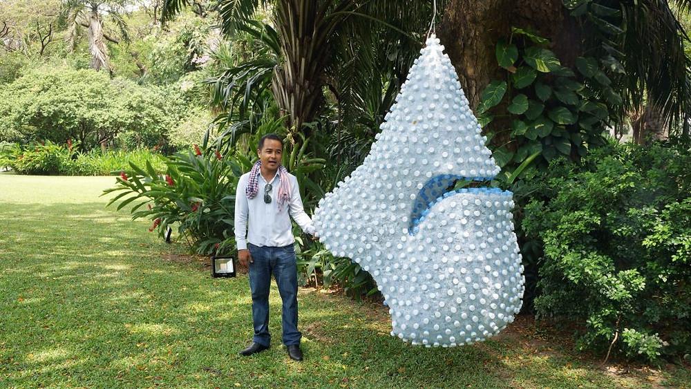 Oeuvre de Phe Sophon exposée dans les jardins de l'Ambassade de France