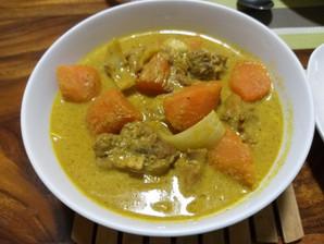 Recette : Curry de poulet (sâm-lâ ka-ri moan សម្លការីមាន់)