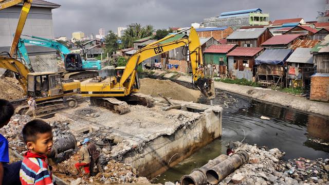 Démolition de la station de Boeng Trabek