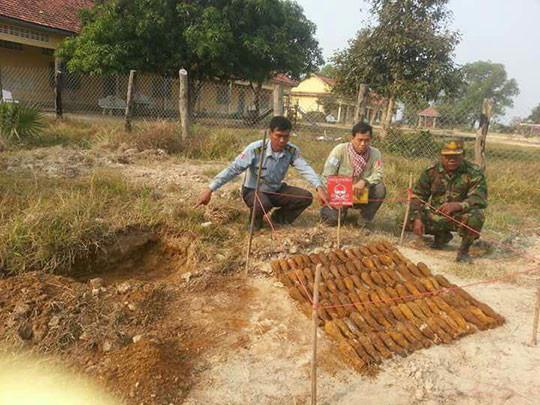 plus de 140 roquettes non explosées, enterrées dans le sol à l'école secondaire de Kngan