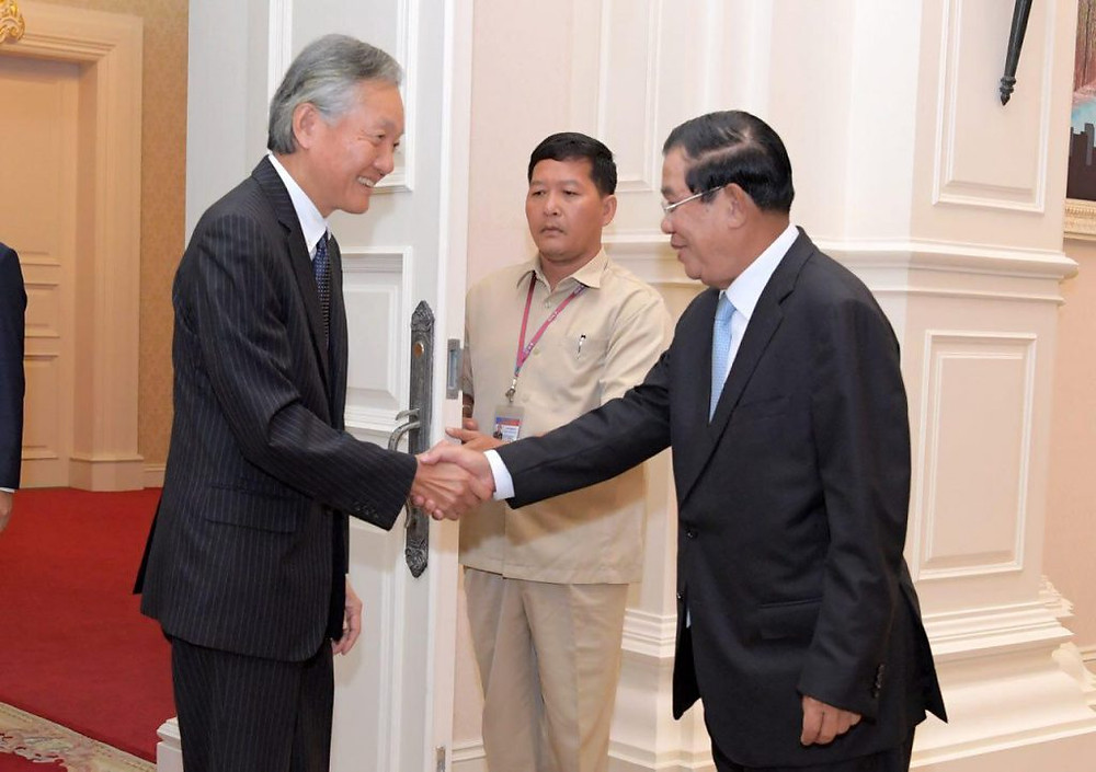 S.E. Horinouchi Hidehisa, ambassadeur du Japon au Cambodge et S.E Hun Sen, Premier ministre du Cambodge