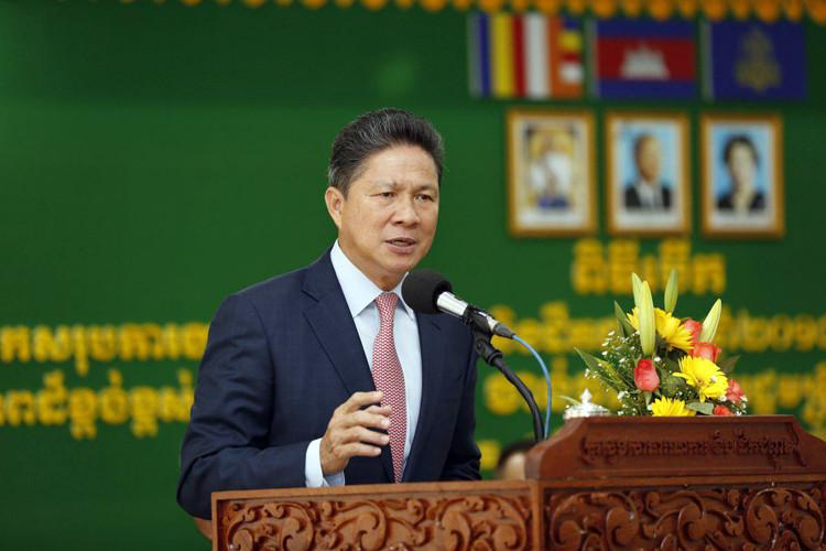 le ministre des Transports, Sun Chanthol