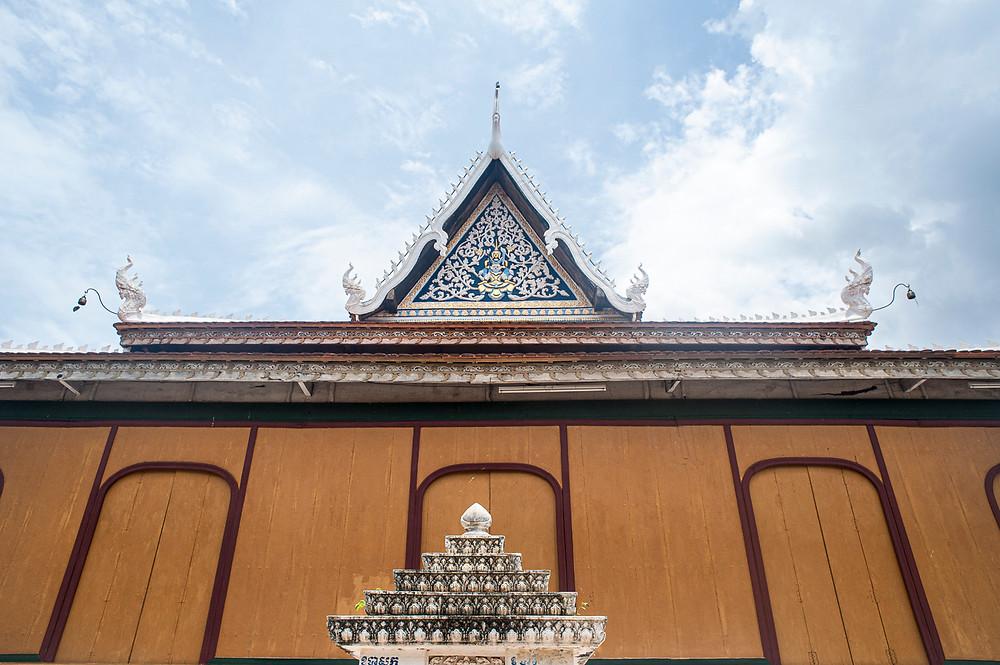 La façade principale du temple