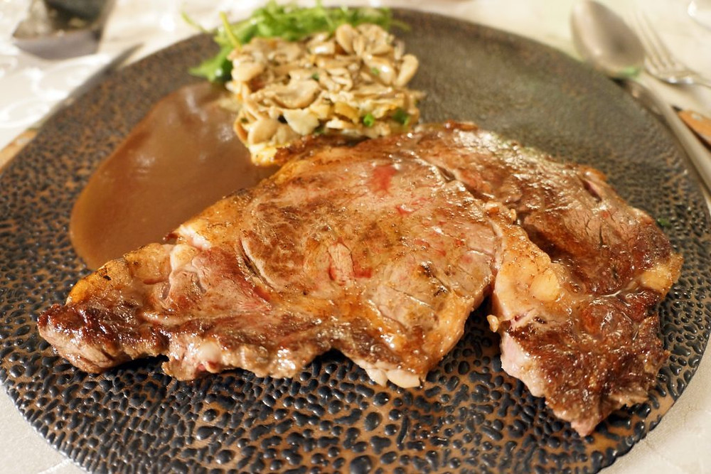 Entrecôte de bœuf et sa sauce bordelaise
