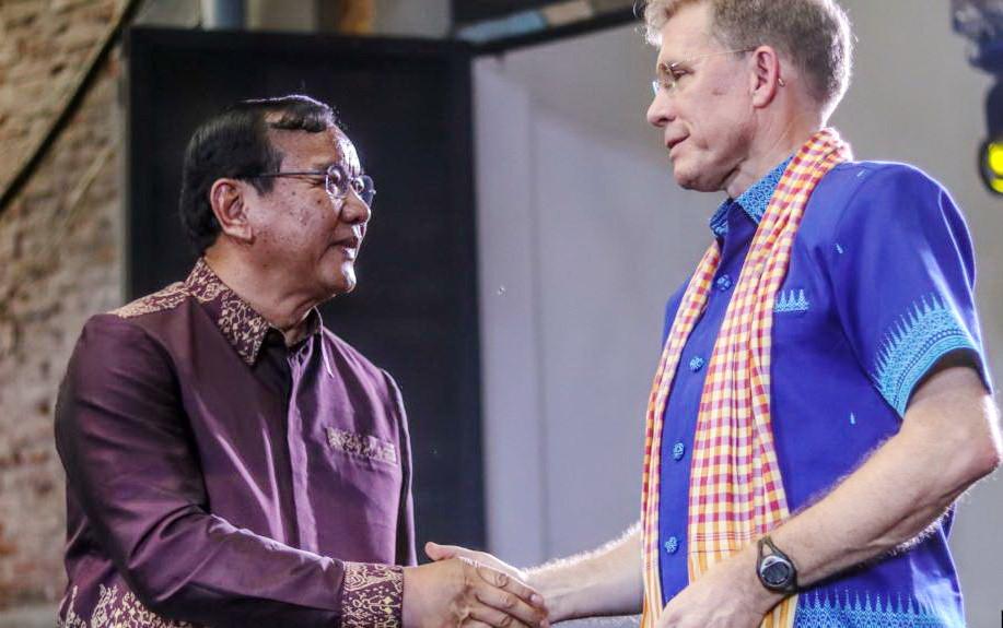 Le ministre cambodgien des Affaires étrangères, S.E Prak Sokhonn et W.Patrick Murphy