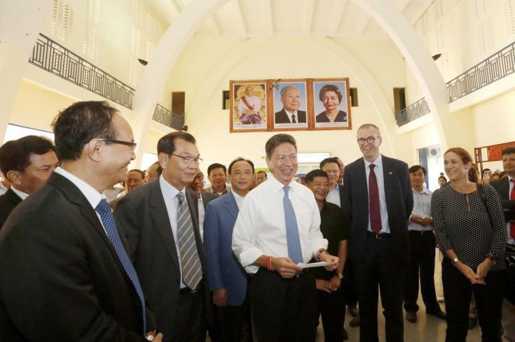 Cet événement a eu lieu en présence de Sun Chanthol, ministre d'Etat et ministre des Travaux publics et des Transports, Oknha Kith Meng, président de la compagnie Royal Railways, et Eric Delobel, Président directeur général de la Société concessionnaire des aéroports internationaux au Cambodge.
