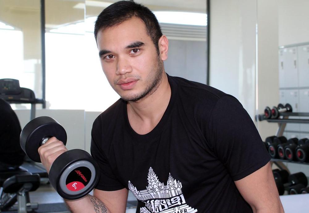 Franck Yim, je suis d'origine cambodgienne. J'ai trente ans et je suis né en France.