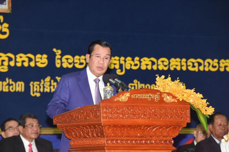 Le Premier ministre Hun Sen, a annoncé ce lundi que le royaume devait lutter contre toutes les formes de terrorisme et de blanchiment d'argent.