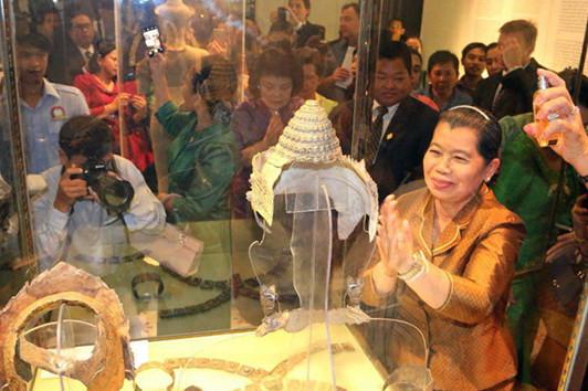 Mme Mèn Sam An, vice-Premier ministre et ministre des Relations avec le Parlement et de l'Inspection, inaugurait ce mercredi l'exposition des bijoux anciens khmers