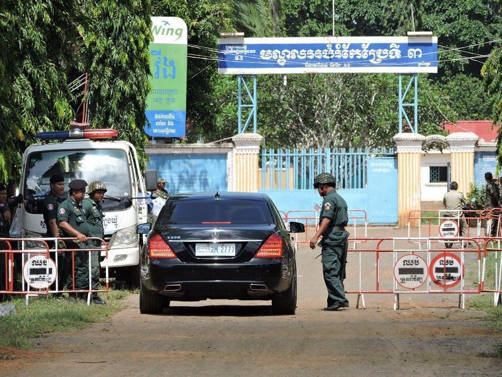 Arrivée du procureur Ky Rithy à la prison de Tropang Phlong