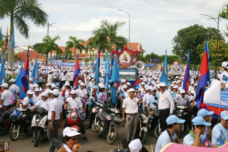 A Kampong Cham, campagne électorale sous la présidence du vice-Premier ministre Yim Chhay Ly.