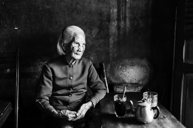 Vieille dame de 97 ans au Vietnam. Photo par Ciao Ho (CC)