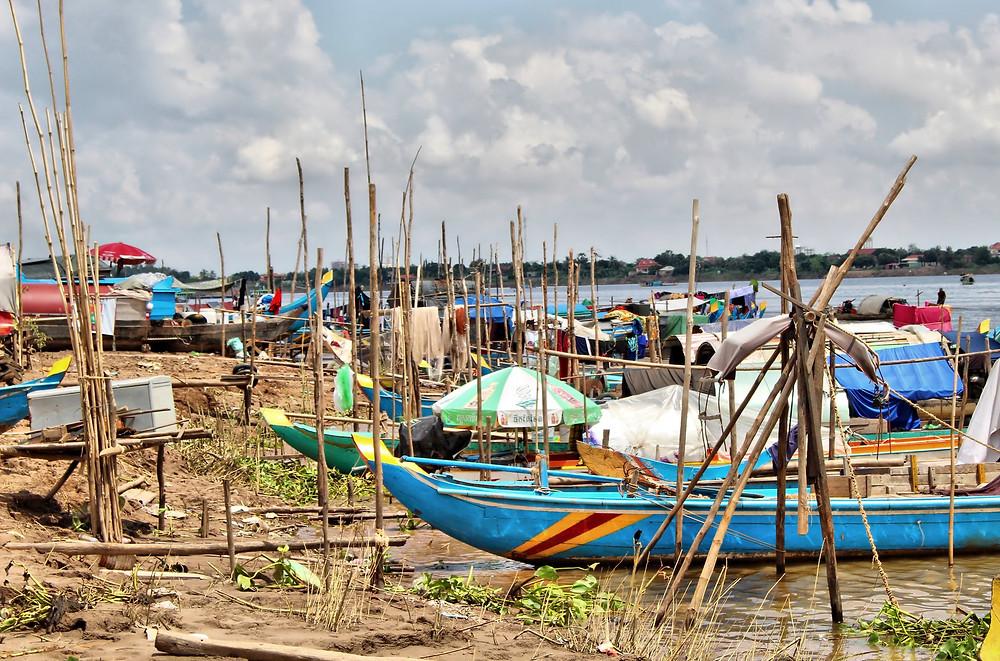 288000 musulmans cambodgiens qui vivent en grande partie le long du Mékong et aux abords du lac Tonlé Sap