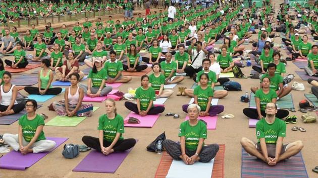 Journée Internationale du yoga à Angkor Wat. Photographie AKP