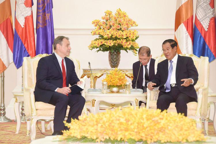 L'ambassadeur américain sortant au Cambodge, William Heidt, a appelé mardi le gouvernement du Premier ministre Hun Sen à libérer le chef de l'opposition de son pays, Kem Sokha
