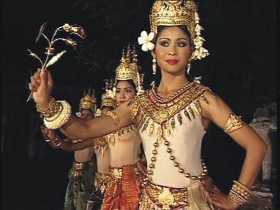 Ouk Phalla en vedette en tant que star du film Rajaburi. Un film financé et produit par le prince Ranariddh.