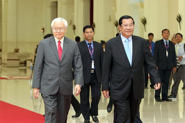 Le Dr Tony Tan Keng Yam et le Premier ministre cambodgien,  Hun Sèn