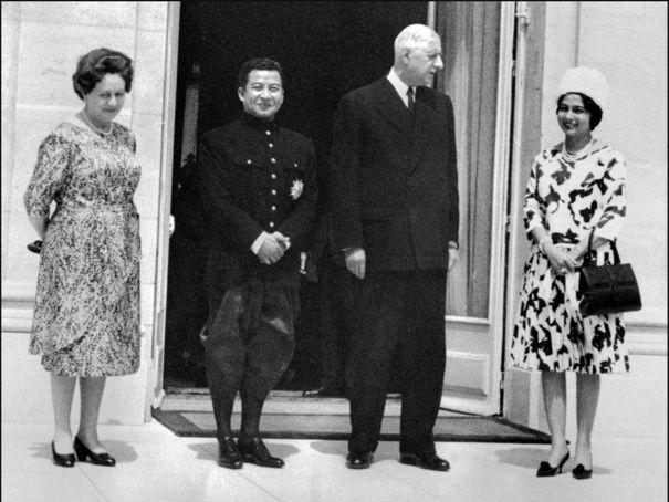 Sihanouk avec le Général de Gaulle et leurs épouses respectives