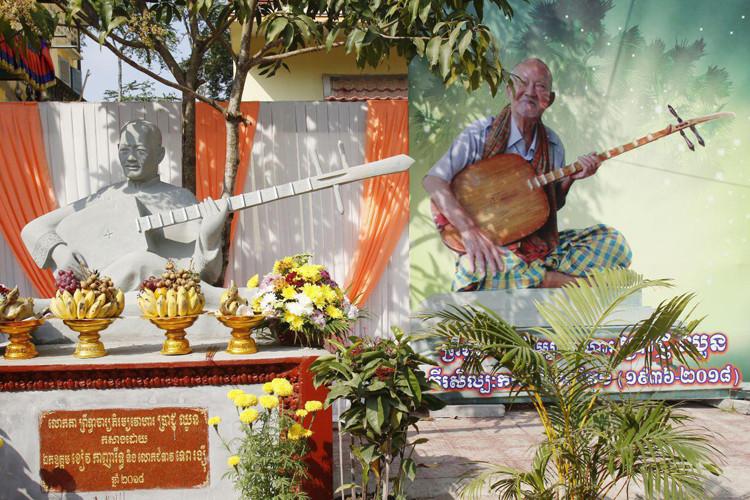 statue de Lok Ta Prach Chhuon, un maître cambodgien très respecté du Chapei Dang Veng