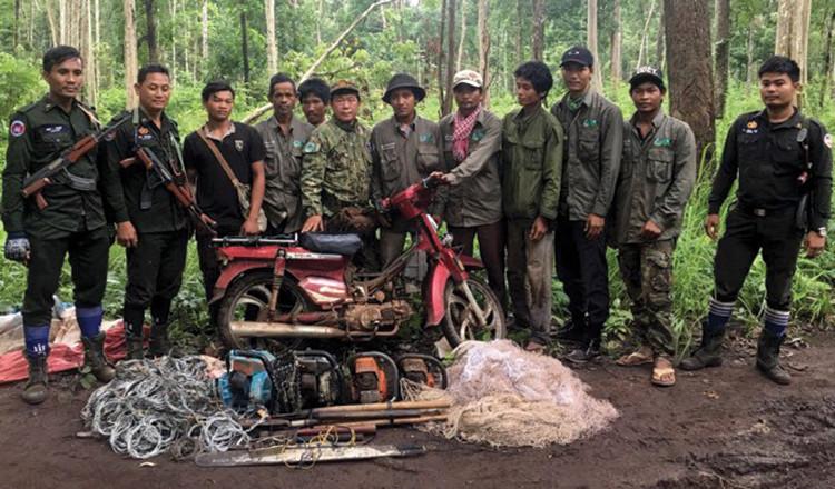 De plus en plus de communautés locales se portent volontaires pour rejoindre notre équipe de patrouille parce qu'elles deviennent conscientes de l'importance des forêts et de la conservation de la faune