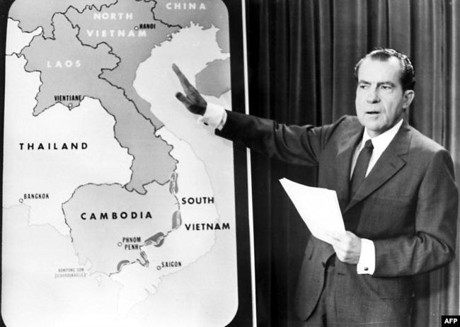 Nixon pointe les régions du Vietnam et du Cambodge bombardées