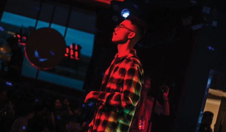 Le musicien Boly Ren, connu sous le nom de «BENT.LY», a reçu une subvention du Cambodian Children's Fund en 2019. CCF