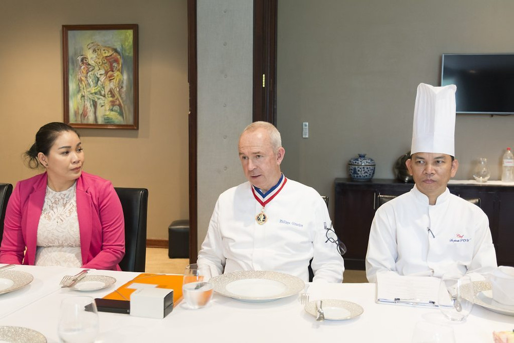 Lina Hak, Philippe Girardon et  le chef Sopheak  du Topaz