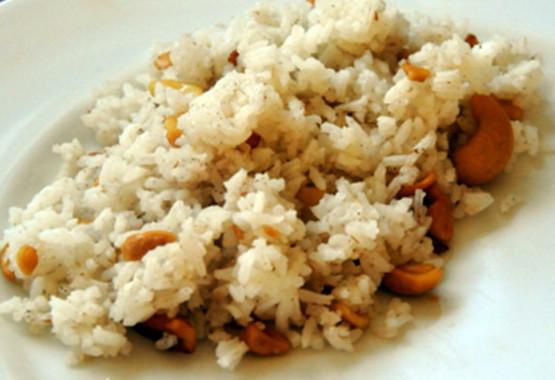 Cambodge & Recette : Riz aux noix de cajou et à la cannelle (Bai Krob Chanti)