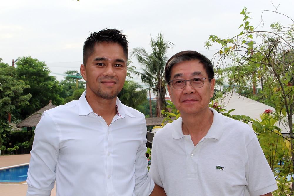 Thierry Neou en compagnie de M. Van Sou Ieng, propriétaire du Cambodia Country Club