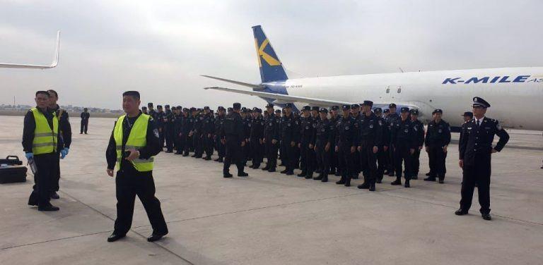 Deux avions et 150 policiers chinois sont arrivés de Chine à cette occasion. Il s'agit de la première vague d'expulsés du royaume pour l'année 2019