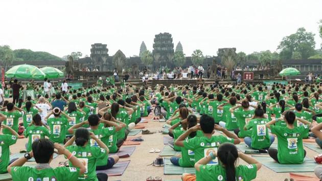 Journée Internationale de Yoga à Angkor en 2015. Photo AKP