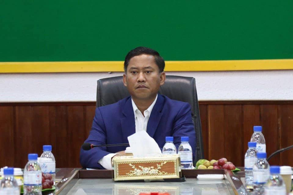 Le Gouverneur de la province de Kompong Speu, S.E. Vei Samnang