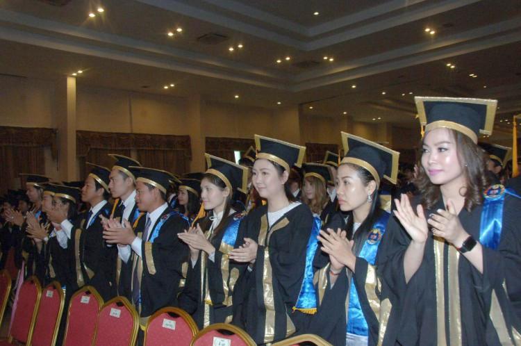 Diplômés de l'Université nationale de gestion