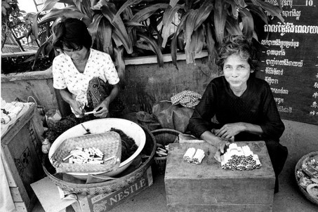 Rouleuses de cigarettes — Phnom Penh (1968)