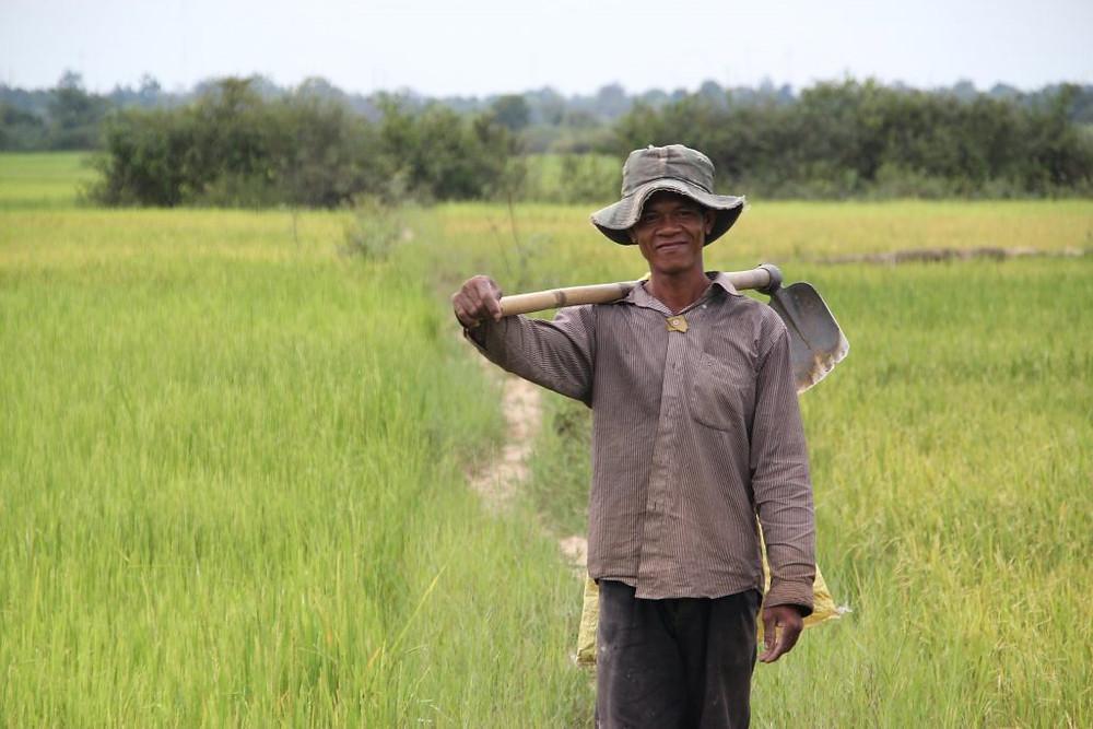 Agriculteur cambodgien. Photographie AUSAID