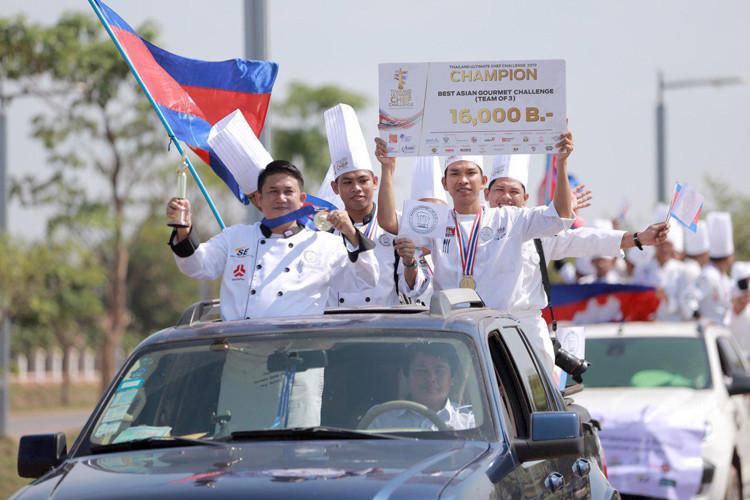 Les cordons bleus cambodgiens accueillis en héros