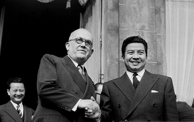 Le Président Vincent Auriol et Samdech Preah Norodom Sihanouk à l'Elysée