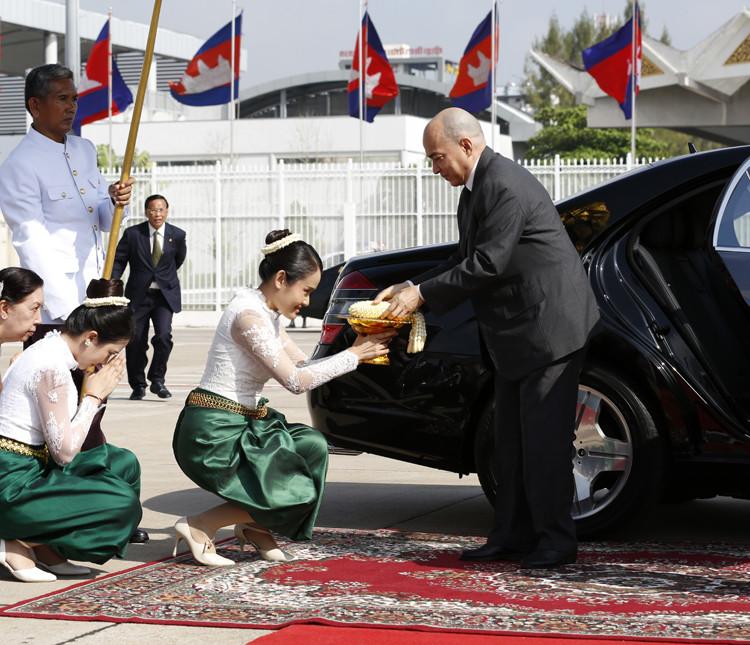 Le roi Norodom Sihamoni assistera à la célébration du 25e anniversaire du CIC-Angkor à Paris