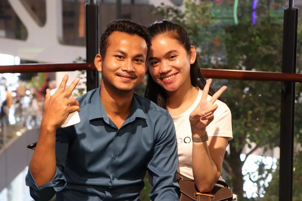 Couple posant pour une photo