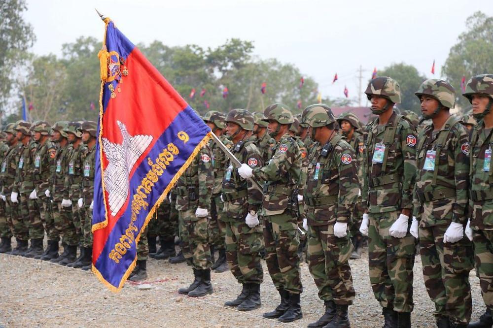Commémoration du 20ème anniversaire de la fondation de l'armée de terre