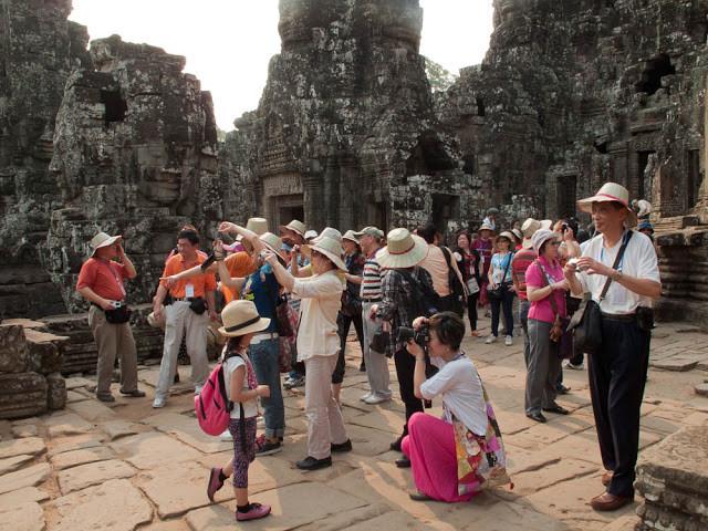Touristes Chinois à Angkor Wat. Photographie par B.Joy (cc)