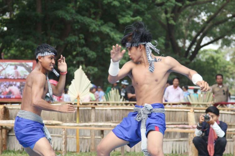 Démonstration de Labok Kator à Angkor Wat