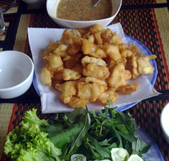 Beignets de poisson à la cambodgienne (ត្រីបំពង)