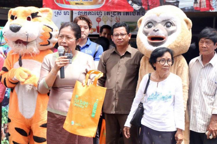 Distribution de sacs éco à Thbong Khmum