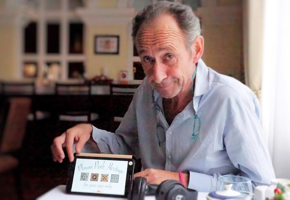 Jean-Pierre Fréneau expliquant Phnom Penh Heritage Tour