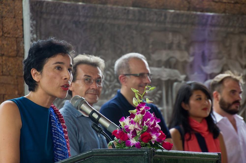 S.E. Eva Nguyen Binh, Ambassadrice de France au Cambodge (1ère à gauche) lors de son discours